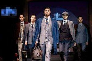 Quán quân Mister Phạm Đình Lĩnh điển trai như tạc tượng khi làm vedette show thời trang