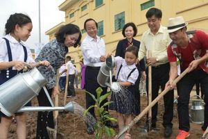 Vinamilk trồng hơn 60 nghìn cây xanh, trao 119 nghìn ly sữa cho trẻ em Hà Nội