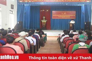 Trao quyết định nhập quốc tịch Việt Nam cho 51 người Lào