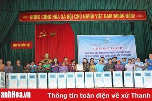 Trao quà và học bổng cho hội viên phụ nữ, học sinh nghèo các xã vùng biên