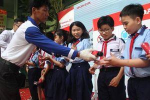 Hơn 500 em học sinh được hướng dẫn tham gia giao thông an toàn