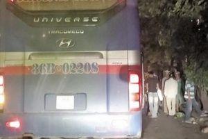 Hà Nội: Nhan nhản xe khách chạy trái tuyến, 'dàn trận' dưới lòng đường