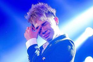 Jack khóc khi hàng nghìn fan hát theo từng ca khúc