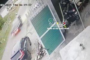 Xe tải vượt ẩu đâm người nguy kịch rồi bỏ trốn