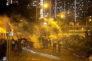 Người Hong Kong ồ ạt xuống đường vì quyền lực khẩn cấp