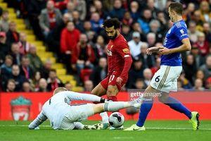 Tranh cãi VAR giúp Liverpool có chiến thắng thứ 8 liên tiếp