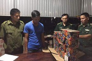 Bắt đối tượng vận chuyển trái phép 27kg pháo với số tiền công 300.000 đồng từ biên giới về Quảng Trị