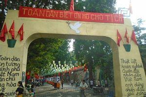 Mô phỏng ngày tiếp quản Thủ đô trên phố bích họa Phùng Hưng
