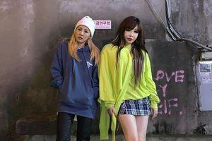 Dara và Park Bom được khen mặc đẹp như giới trẻ khi xuất hiện bên nhau