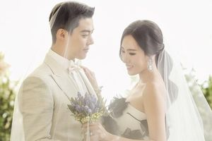 Ảnh cưới của ca sĩ lai Hàn - Nhật cùng nữ vận động viên nổi tiếng