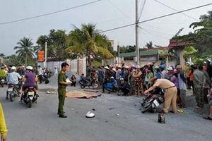 Hai người đàn ông đi xe máy tử vong tức tưởi khi dừng xe ven đường