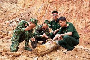 Quả bom còn nguyên ngòi nổ nằm dưới nền nhà giữa trung tâm TP Hạ Long