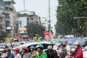 Hà Nội: Rào đường Kim Mã khiến giao thông ùn tắc