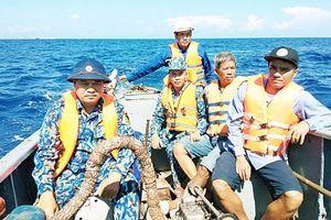 Cứu kịp thời 12 ngư dân ở vùng biển Trường Sa