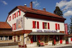 Khách sạn kỳ lạ nơi du khách 'đầu gối nước Pháp, chân gác Thụy Sĩ'
