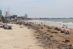 Vài trăm tấn rác 'tấn công' biển Vũng Tàu