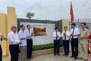 Gắn biển công trình trường THPT Nguyễn Quốc Trinh