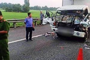 2 xe tải húc nhau trên cao tốc, tài xế chết mắc kẹt trong ca bin