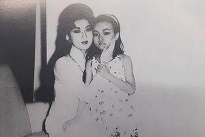 Showbiz 8/10: Danh ca Hương Lan chia sẻ ảnh chụp với cố nghệ sĩ Thanh Nga