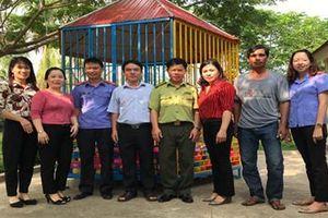 VKSND huyện Đak Pơ tặng quà trường mầm non làng Đêchơgang