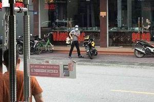 Đối tượng dùng súng táo tợn cướp tiệm vàng ở Quảng Ninh