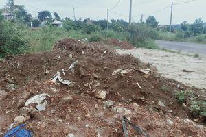 Đắk Nông: Đơn vị thi công vỉa hè khu tái định cư 'chây ì' dọn dẹp xà bần và rác thải
