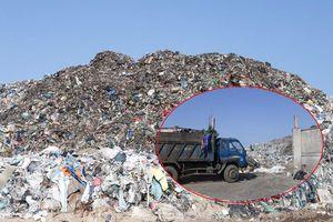 'Núi' chất thải hàng trăm nghìn tấn 'đè' bãi rác duy nhất của Hội An