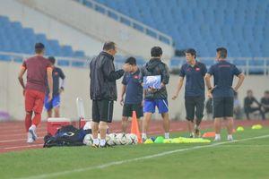 HLV Park Hang-seo làm điều quen thuộc trước buổi tập, Văn Hậu đã sẵn sàng đối đầu Malaysia
