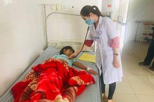 22 học sinh tiểu học Trưng Trắc TP HCM nghi ngộ độc: 'Lật' hồ sơ ngộ độc học đường VN