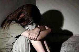 Nghi vấn bảo vệ hiếp dâm nữ sinh lớp 6