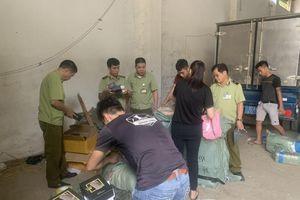 Lạng Sơn: Phát hiện hàng trăm bộ quần áo nghi giả mạo nhãn hiệu Adidas và Nike