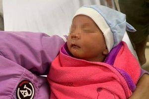 Bé trai 1 tuần tuổi bị bỏ rơi ở cống chui