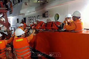 Ngư dân bị dây cáp cuốn đứt lìa hai chân ở vùng biển Trường Sa