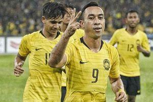 Tiền đạo Malaysia lớn tiếng đe dọa Văn Hậu