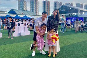 Trước khi rộ tin ly hôn, Hồ Hoài Anh tay đeo nhẫn cưới xúc động phát biểu trong ngày giỗ bố Lưu Hương Giang
