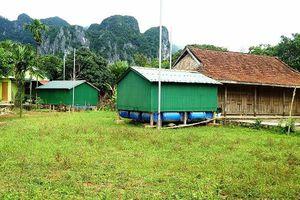 Quảng Bình: Dân nghèo làm nhà phao cứu mình thoát khỏi lũ dữ