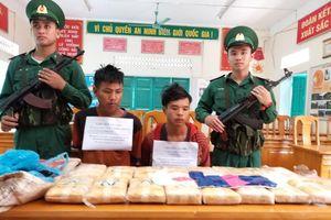 Quảng Bình: Bắt giữ 2 đối tượng người Lào vận chuyển 100.000 viên ma túy