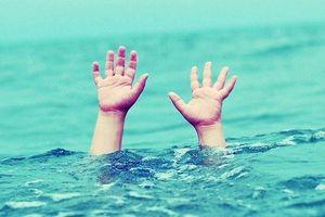 6 học sinh đi chơi, 2 em không may bị đuối nước