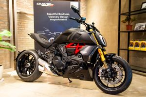 Có 800 triệu, chọn Ducati Diavel 1260 hay Harley FXDR 114?