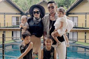 Vợ chồng cựu đội trưởng tuyển Malaysia có 4 con sau 8 năm kết hôn