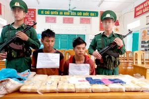 Bắt 2 người Lào vận chuyển 100.000 viên ma túy vào Việt Nam
