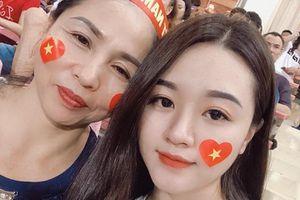 Bạn gái Văn Hậu, Xuân Mạnh đến sân Mỹ Đình tiếp lửa cho tuyển Việt Nam