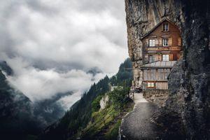 Cách người Thụy Sĩ xây nhà hàng kinh doanh trên núi