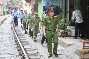 Hà Nội giải tỏa cà-phê đường tàu