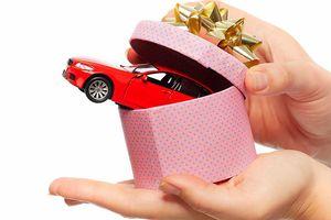 Một cán bộ Cao Bằng nhận quà là ô tô giá 3,7 tỷ đồng