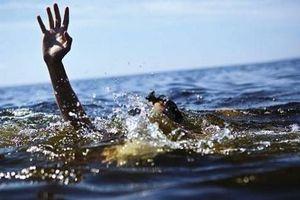 6 học sinh rủ nhau ra cầu chơi, 2 em bị đuối nước thương tâm
