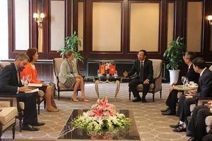 Tổng cục trưởng Nguyễn Văn Cẩn tiếp xã giao Tổng cục trưởng Hải quan Tây Ban Nha