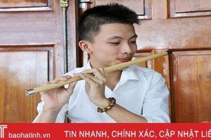 'Mê mẩn' giai điệu quê hương qua tiếng sáo của chàng trai 10X Hà Tĩnh
