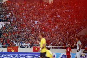 Người dân Thủ đô xuống đường ăn mừng chiến thắng của đội tuyển Việt Nam