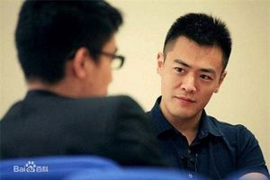 Lưu Minh Vỹ - con trai tỷ phú USD vẫn đi tàu điện ngầm